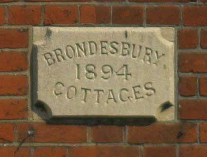 Ipswich Historic Lettering: Brondesbury Cottages