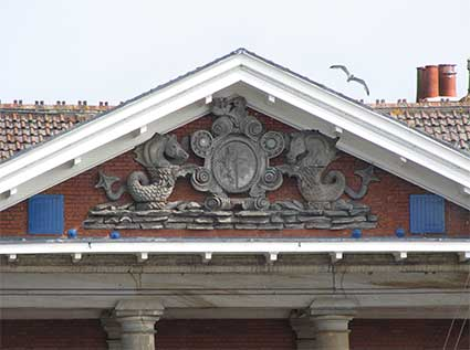 Ipswich Historic Lettering: Custom House crest