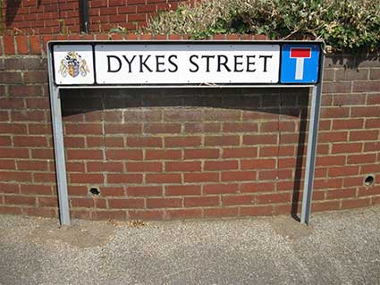 Ipswich Historic Lettering: Dykes St sign